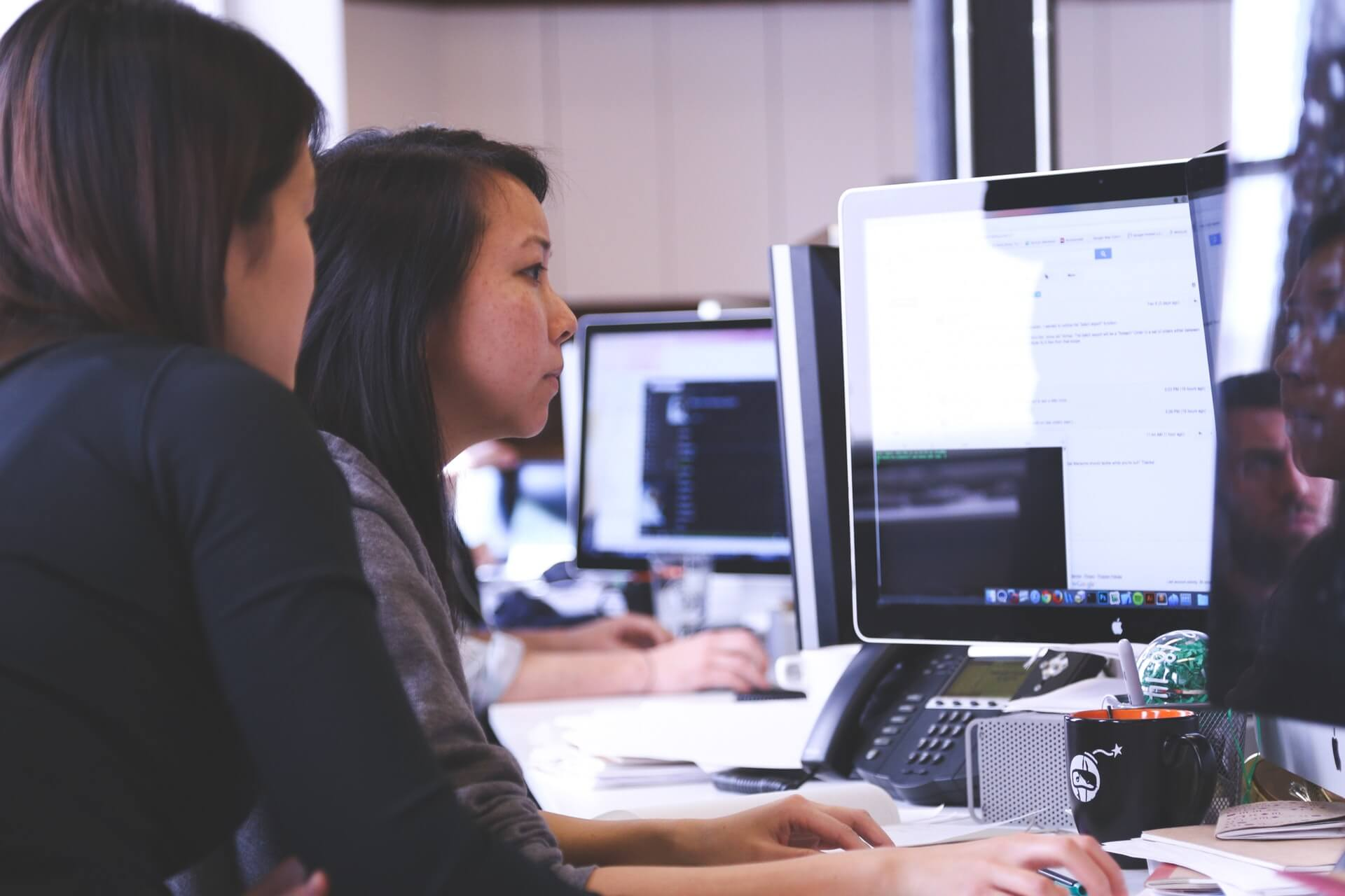 Pros and cons of using an employee monitoring software